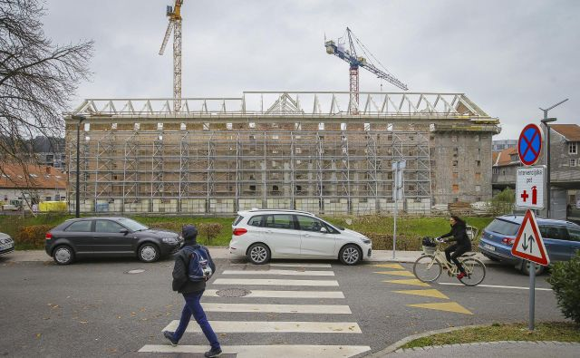 Okvirna vrednost ureditve Galerije Cukrarna znaša 23,2 milijona evrov, od tega je 18 milijonov zagotovljenih v proračunih za prihodnji dve leti. FOTO: Jože Suhadolnik/Delo