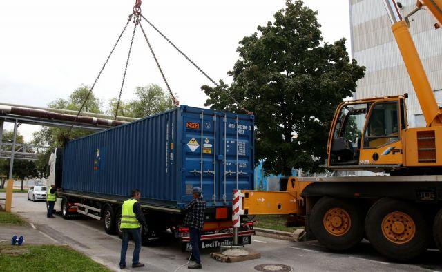 256 sodov z radioaktivnimi odpadki je v treh kontejnerjih v ZDA odpotovalo preko Avstrije, Nemčije in Belgije. Iz Antwerpna so zatem odpluli do Filadelfije in od tam s tovornjaki do končne točke v Idahu. FOTO: Cinkarna Celje