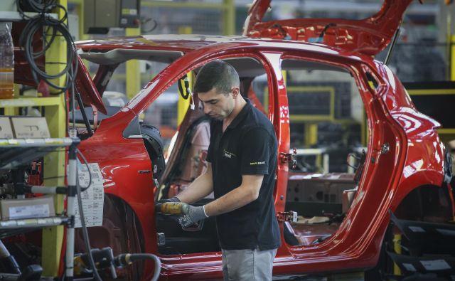 Najbolj izpostavljeni v prihodnjem letu bodo avtomobilska industrija, logistika, promet in kovinska industrija. FOTO: Jože Suhadolnik/Delo