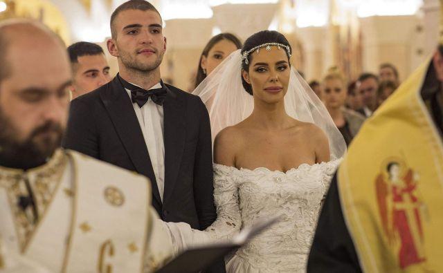 Iz hrama svetega Save sta odšla mladoporočenca v hotel Hayatt Regancy na civilno poroko in svatbo. FOTO: Promo Alo