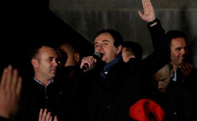 Kurti je obtožil odhajajočo Haradinajevo vlado, da zlorablja institucionalno praznino in sprejema nezakonite odločitve. FOTO: Florion Goga/Reuters