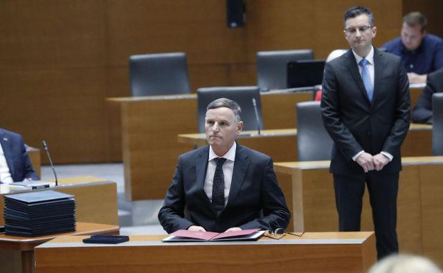 Finančni minister Andrej Bertoncelj in premier Marjan Šarec bosta morala po vetu državnega sveta dobiti za zakon o izvrševanju proračuna podporo vsaj 46 poslancev. FOTO: Leon Vidic/Delo