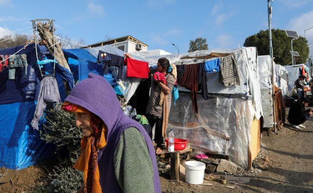 Najhujše so razmere v Morii na Lezbosu, kjer je okoli 16.000 pribežnikov. FOTO: Reuters