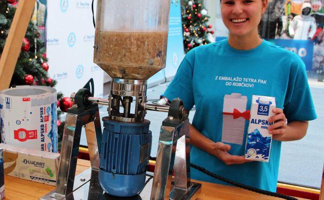 Prikaz recikliranja embalaže Tetra Pak z mini pulperjem. FOTO: Tetra Pak