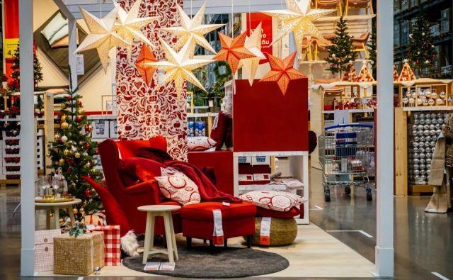 Ikea letos prisega na tradicionalno praznično rdečo barvo in ji dodaja še belo, zlato in modro. I FOTO: Shutterstock