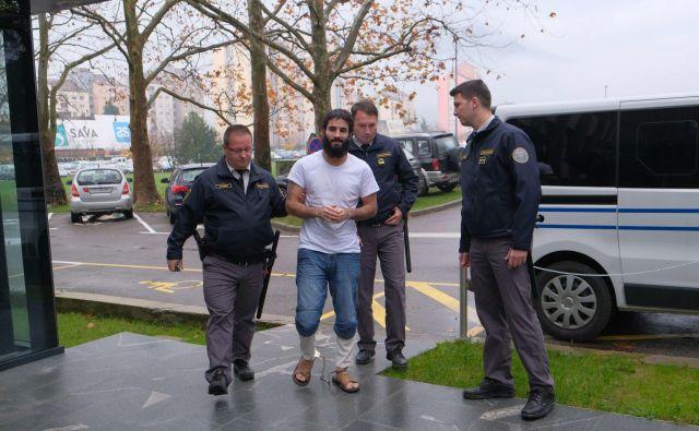 Iračan je priznal napad na taksista in policista. FOTO: Leo Caharija/Primorske Novice