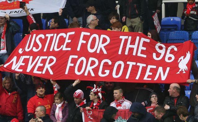 Navijači Liverpoola zahtevajo pravico za 96 žrtev tragedije na Hillsboroughu. FOTO: AFP