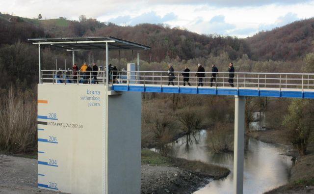 Večji del prenovljene pregrade je na hrvaškem ozemlju. FOTO: Špela Kuralt/Delo