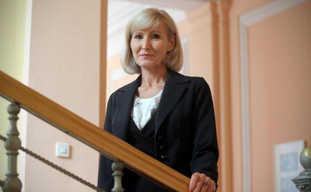 Zaupnica nekdanjega premiera Cerarja bo še naprej vodila agencijo za okolje. FOTO: Blaž Samec/Delo