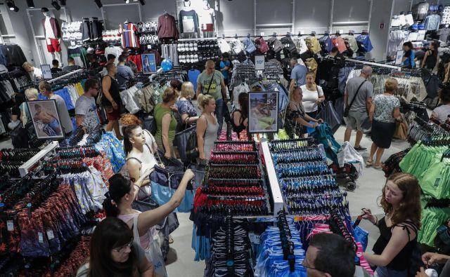 Gospodarsko rast so v prvi polovici leta precej poganjali nakupi prebivalstva. Bo tako tudi v tretjem četrtletju? Foto: Uroš Hočevar