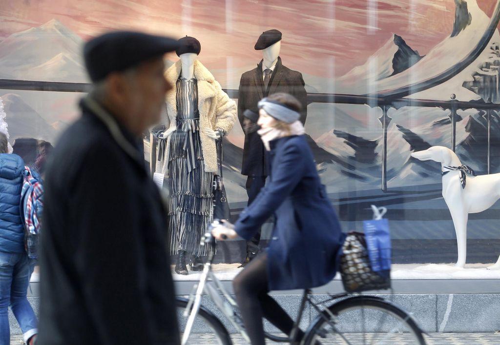 Slovenci premladi v pokoj in prestari na trg dela