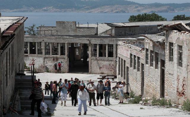 Obiskovalci Golega otoka zdaj ne dobijo vpogleda v realnost nekdanjega taborišča. FOTO: Matej Družnik