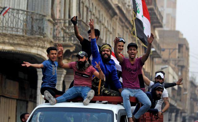 Ko je predsednik vladeAdel Abdul Mahdisredi dneva obelodanil svojo odločitev, je središče Bagdada razneslo od veselja. FOTO: Ahmad Al Rubaye/AFP