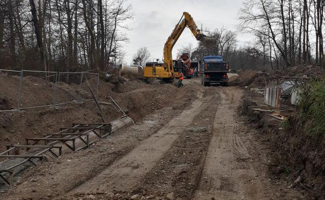 Gradnja kanala c0. FOTO: Aleš Mrzel