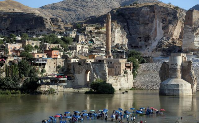 Da bo mestece Hasankeyf poplavljeno, je bilo jasno leta 2006, ko je Ankara na reki Tigris začela graditi velikanski jez Ilısu. FOTO: Reuters
