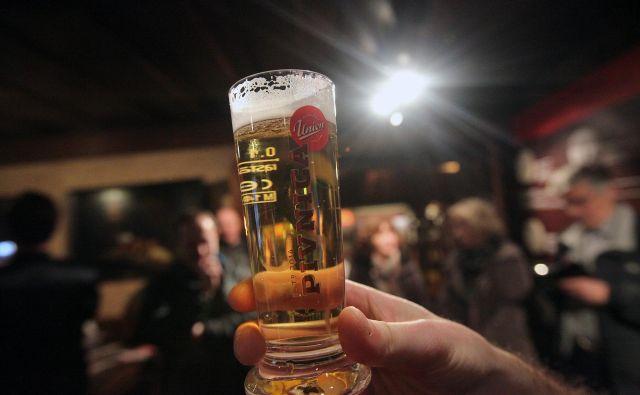Decembra je čas za veselje, vendar varna meja pitja alkohola ne obstaja. FOTO: Mavric Pivk/Delo