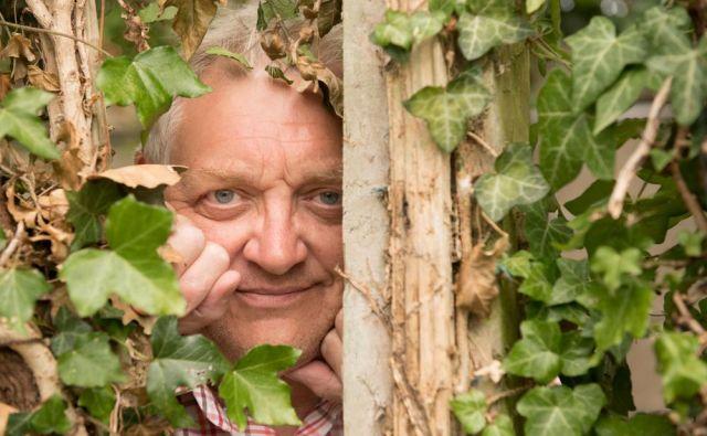 Kakšen sosed, kakšna steklenica neki...?! FOTO: Shutterstock