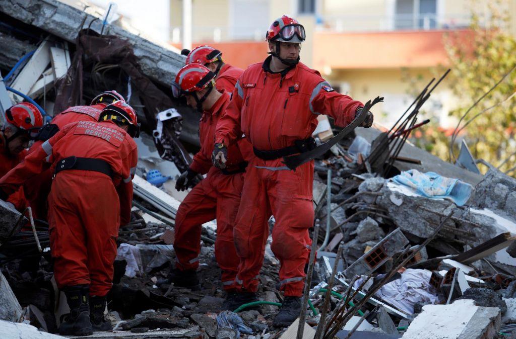 FOTO:Slovenija v Albanijo pošilja pomoč za začasno nastanitev