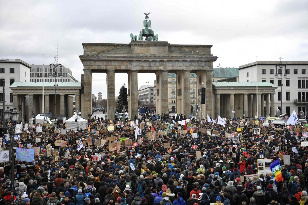 FOTO:Nov val podnebnih protestov