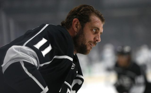 LOS ANGELES, CALIFORNIA - NOVEMBER 25: Anze Kopitar #11 of the Los Angeles Kings looks on ahead of a game against the San Jose Sharks at Staples Center on November 25, 2019 in Los Angeles, California. Katharine Lotze/Getty Images/AFP<br /> == FOR NEWSPAPERS, INTERNET, TELCOS & TELEVISION USE ONLY == Foto Katharine Lotze Afp