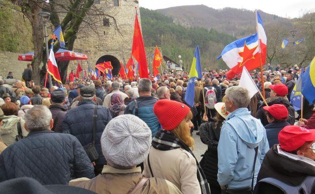 Velika množica ljudi iz vseh koncev nekdanje Jugoslavije se je danes udeležila spominske slovesnosti na čas, ko so ljudje živeli v miru in slogi. FOTO: Bojan Rajšek/Delo