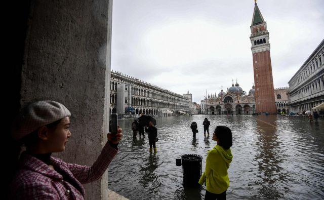 Danes dve tretjini Benečanov živita na celini, samo v industrijskem mestu Mestre in okolici jih je okoli 200.000. FOTO: Miguel Medina/Afp