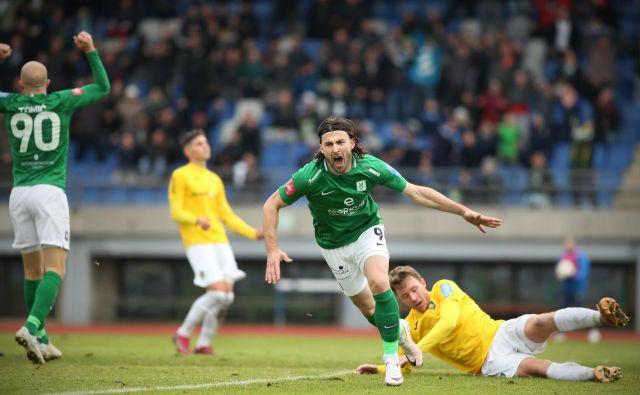 Anteju Vukušiću je močno odleglo, ko je zabil prvi Olimpijin gol, saj je pred tem zastreljal enajstmetrovko in tri lepe priložnosti. FOTO: Jure Eržen/Delo