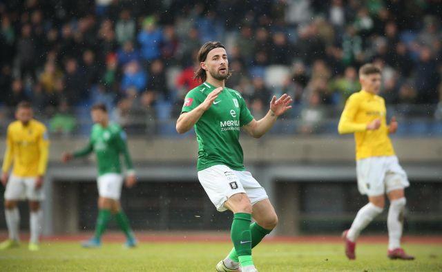 Ante Vukušić se je oddolžil za zgrešeno enajstmetrovko z golom v 75. minuti, ki je Olimpijo popeljal do naslova jesenskega prvaka. FOTO: Jure Eržen/Delo