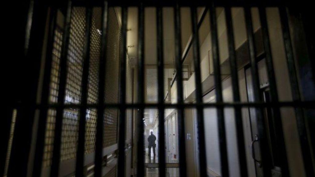 Hrvaški zaporniki po novem z elektronsko zapestnico okoli zapestja ali gležnja