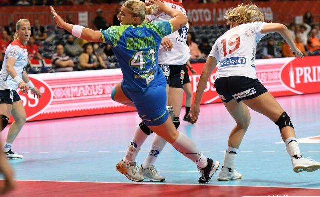 Aneja Beganović se ni znašla pred norveškimi vrati in je zgrešila oba strela. FOTO: IHF