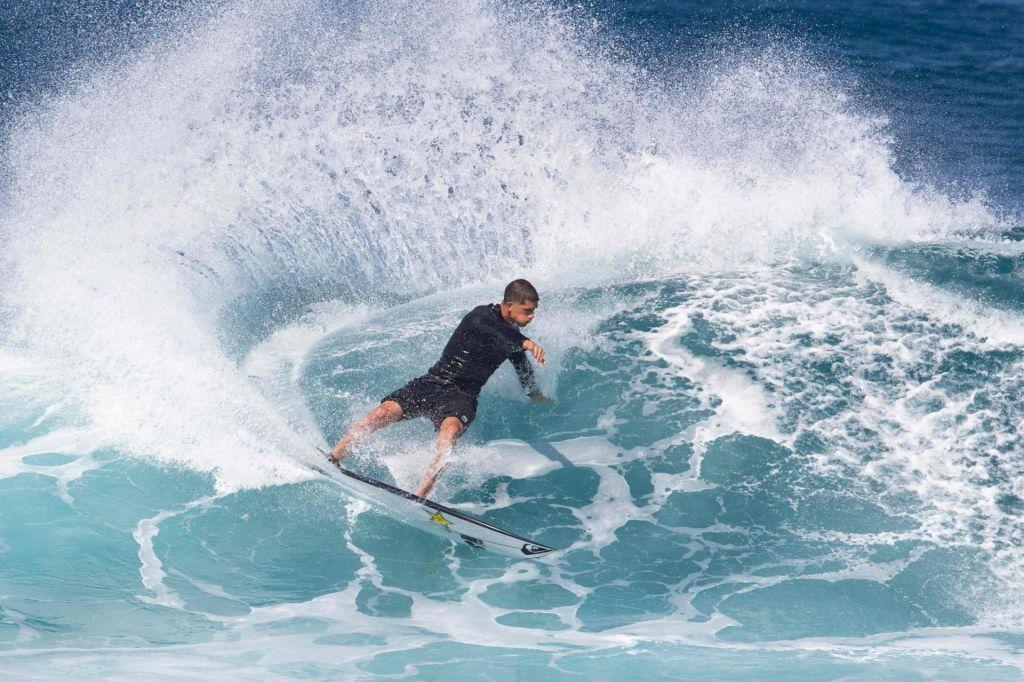 Tekmovanje v deskanju na valovih na OI 2024 na Tahitiju?