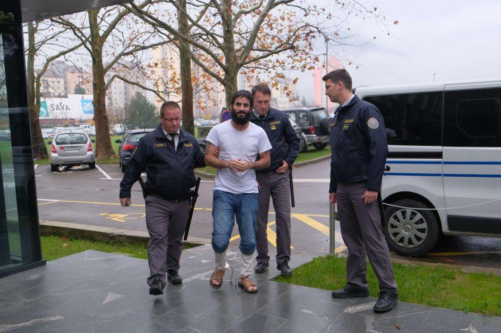 Iračanu za napad na taksista in policista šest let zapora