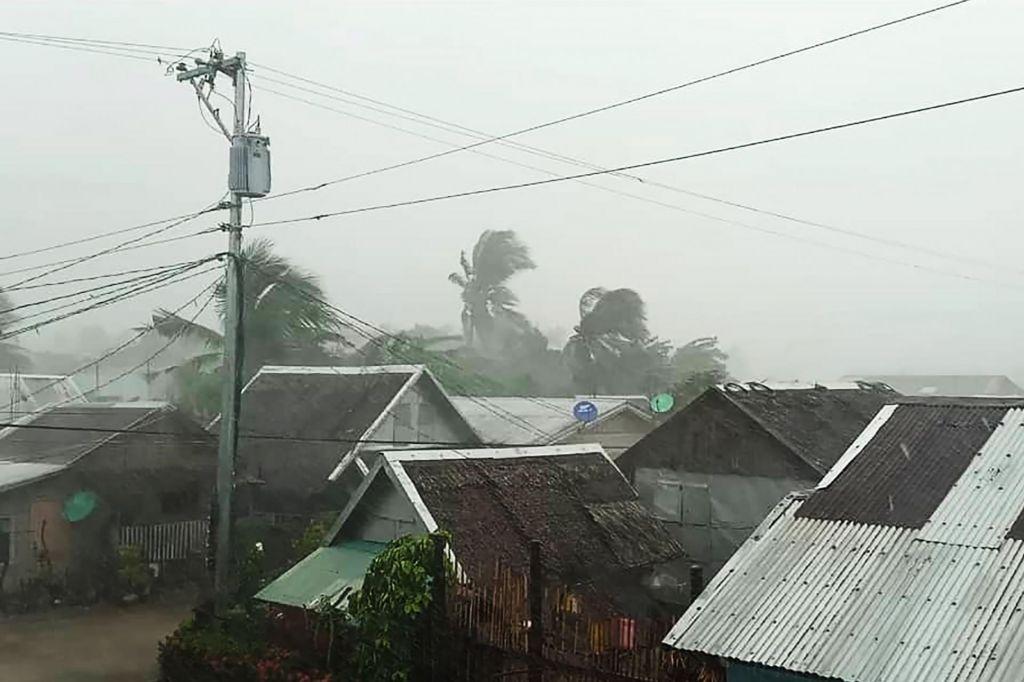 Tajfun Kammuri dosegel kopno