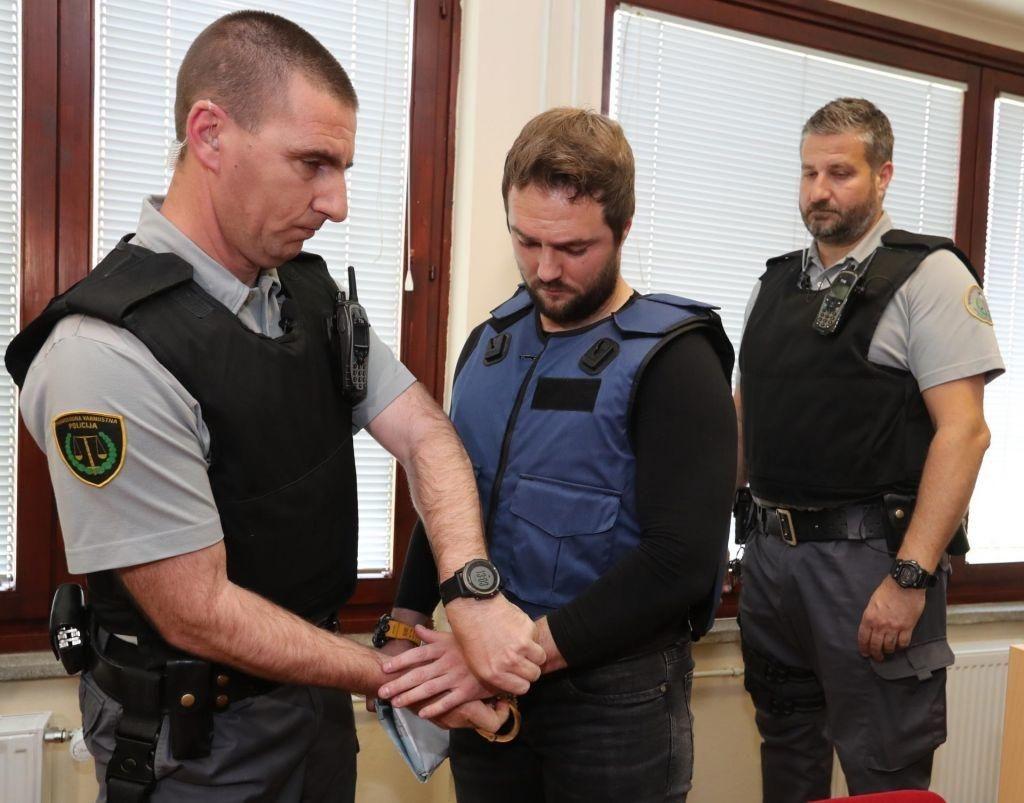 Sodišče Abramovu znova podaljšalo pripor, iztekel bi se mu danes