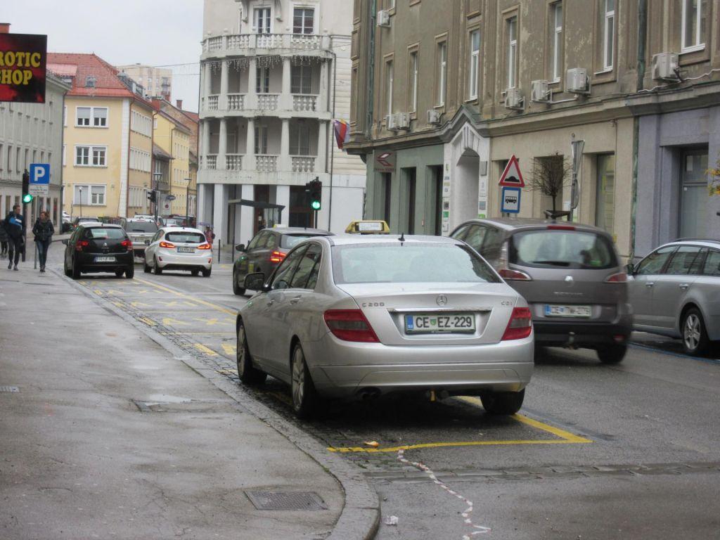 FOTO:Dobili parkirna mesta, ki ne ustrezajo nikomur