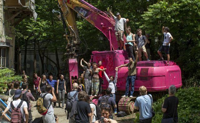 Aktivisti so leta 2016 preprečili rušenje nekdanje tovarne Rog.<br /> FOTO: Voranc Vogel/Delo