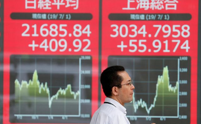 Začetek popravka rasti, še posebno pri državnih obveznicah, je izhajal iz dežele vzhajajočega sonca, kjer nizke obrestne mere poznajo najdlje v zgodovini. FOTO: Reuters