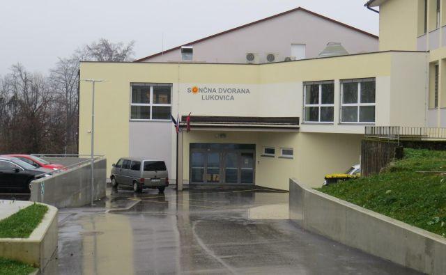 Večnamenska športna dvorana je razveselila občane, a skrhala odnose lokalnih politikov. FOTO: Bojan Rajšek/Delo