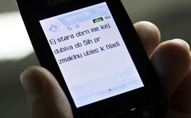 Kaj kmalu so kratka tekstovna sporočila postala precej priljubljena, sploh med mlajšimi. FOTO: Dokumentacija Dela
