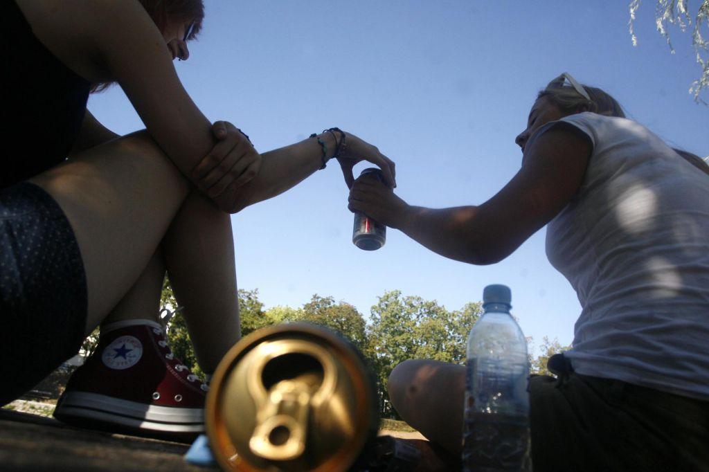 Mladostniki lahko zelo hitro posežejo po alkoholu