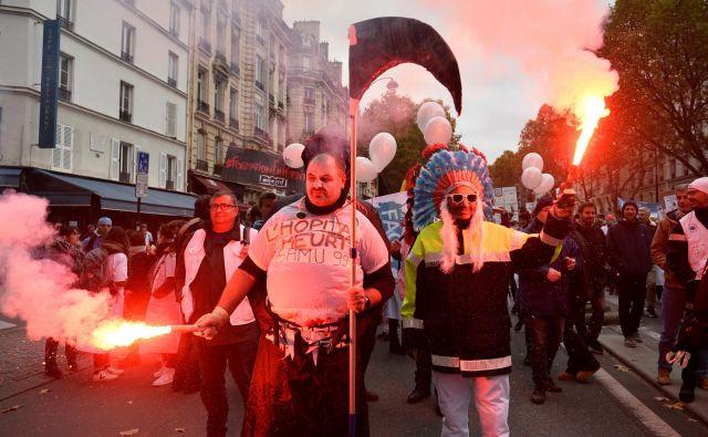 Nedavni protesti bolnišničnega osebja v Parizu. FOTO: Reuters