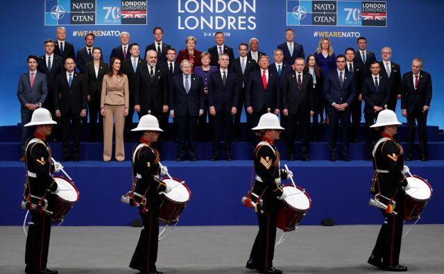 Med vrhom v Londonu se je izkazalo, da se je zgodovina nekje spotaknila, se obrnila v nasprotno smer in zdaj Nato – prvič, odkar obstaja – ocenjuje Kitajsko kot »varnostni izziv«. FOTO: Adrian Dennis/AFP