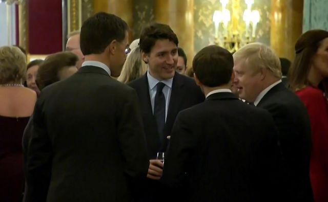 »Zlobni jeziki« na kupu: nizozemski premier Mark Rutte, francoski predsednik Emmanuel Macron, britanski premier Boris Johnson in njegov kanadski kolega Justin Trudeau. FOTO: AFP