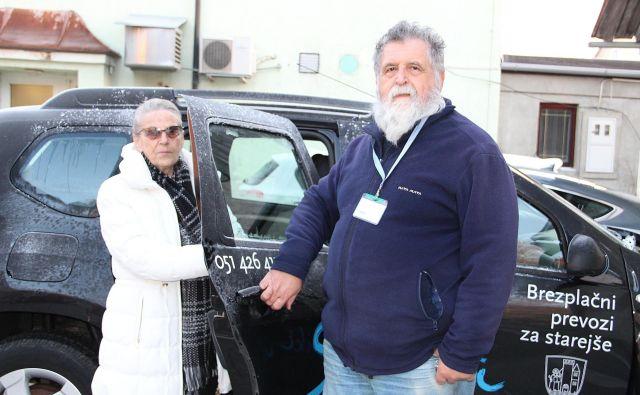 Jožica Martinoši in prostovoljec Bogdan Bizjak. FOTO: Simona Fajfar