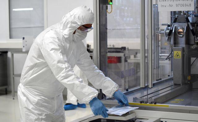 Proizvodnja akumulatorjev v novi Volkswagnovi tovarni v Salzgittru v Nemčiji. Foto Reuters