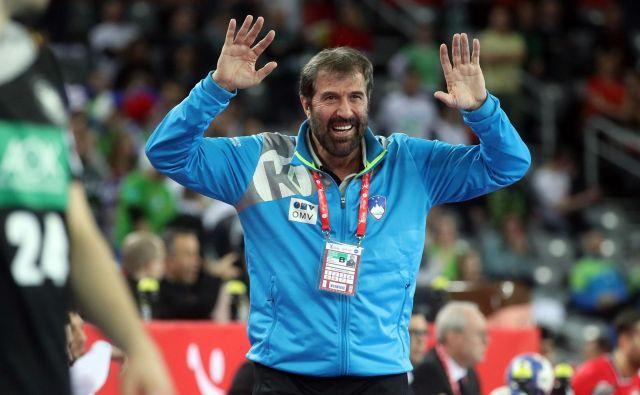 Slovenski rokometaši se javno zahvaljujejo Veselinu Vujovićuza njegov doprinos k rezultatom slovenske reprezentance v zadnjih štirih letih in pol. FOTO: AFP