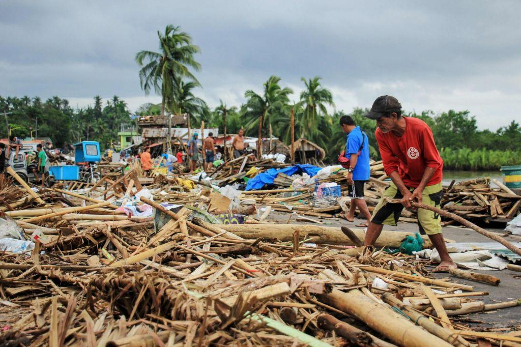 TajfunKammuri doslej zahteval vsaj 17 življenj