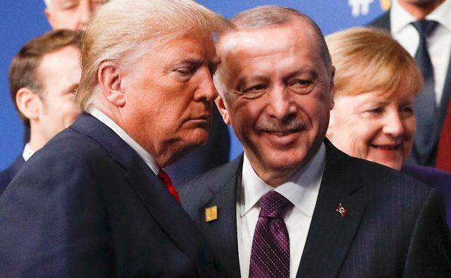 Turška delegacija je pred prihodom v London grozila z blokado načrta o vzpostavitvi novega obrambnega načrta v baltskih državi in na Poljskem.Foto: Peter Nicholls/Afp