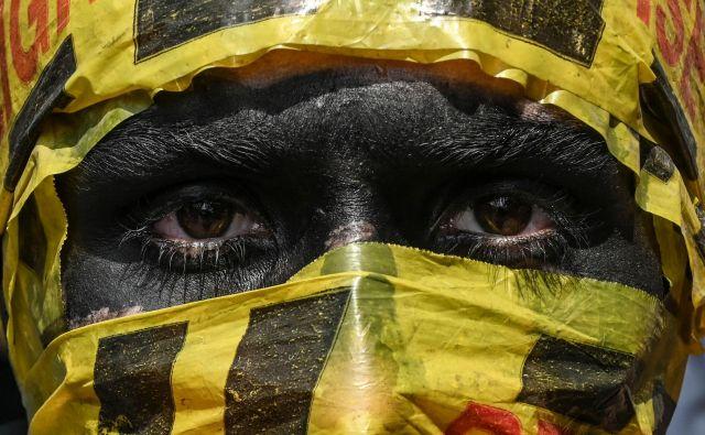 Portret kolumbijskega protivladnega protestnika v Medelinu. FOTO: Joaquin Sarmiento/Afp