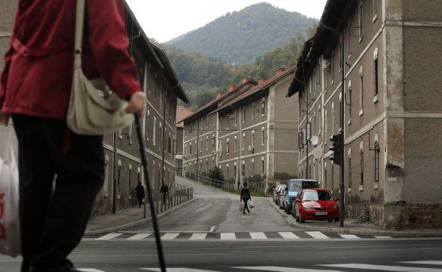 Za večstanovanjske in individualne stavbe v lasti fizičnih oseb pogodbeništva ni. FOTO: Leon Vidic/Delo